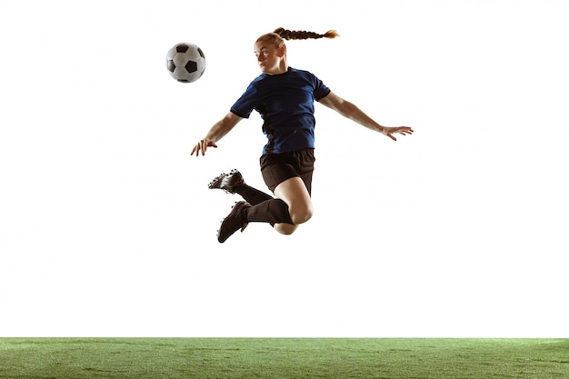 女性のサッカー、サッカー選手のボールを蹴る、アクションと白い背景で隔離の動きの訓練