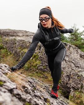 Женские спортивные скалолазания бегунов