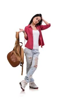 女子学生の白で隔離されるバックパック