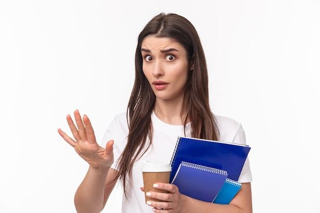 책과 paperworks 여자 학생