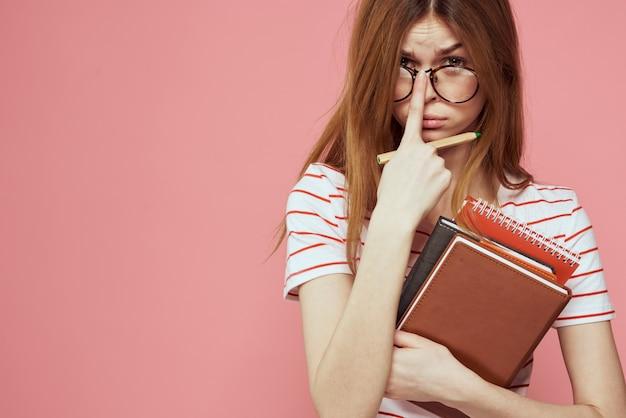 メモ帳の女子学生