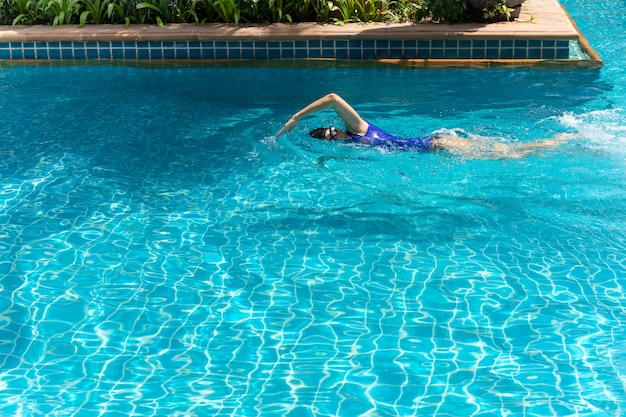 Female swimmer training in the swimming pool.