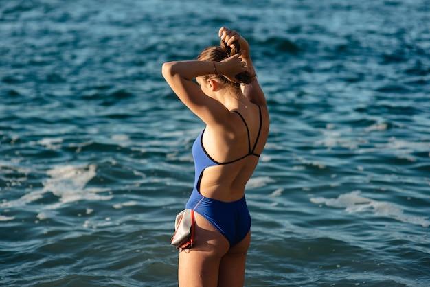 Пловец с плавательными очками и шапочкой