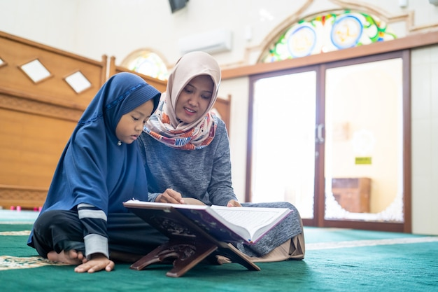 Female teacher teach her student to read quran