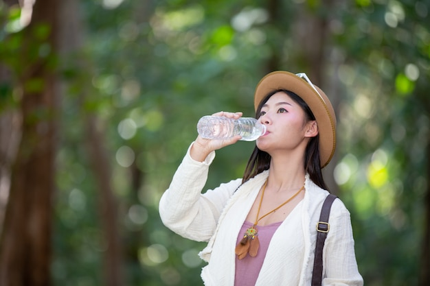 Female tourists are drinking water.