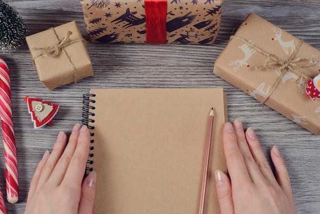 산타 클로스에게 여성 쓰기 편지