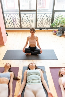 Класс преподавателя женской йоги