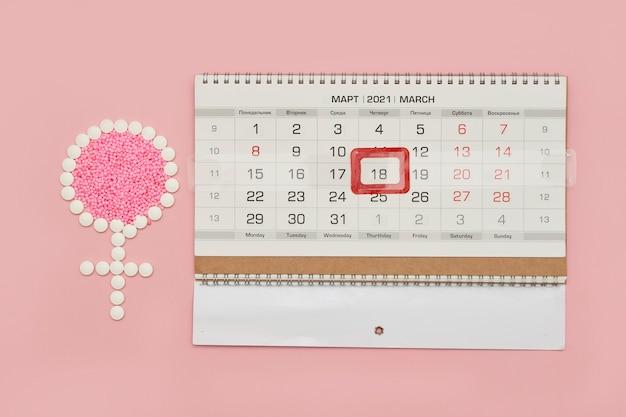 정제 및 월경 달력 여성 기간 또는 월경 주기 개념으로 만든 여성 기호