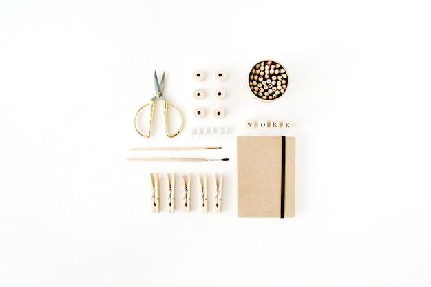 여성용 작업 용품 : 공예 일기, 필통, 붓, 황금 가위, 실패, 핀