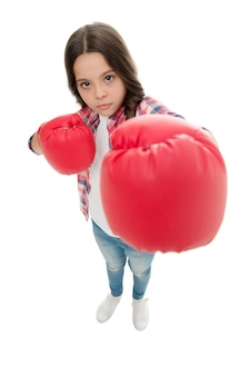 Феминистское воспитание и права женщин. боритесь за ее права. женские права и свободы. боксерские перчатки девушки готовы к бою. малыш сильная и независимая девочка. почувствуйте себя сильным. концепция власти девочек.