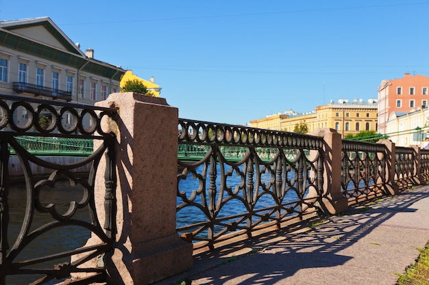 Забор на набережной реки мойки