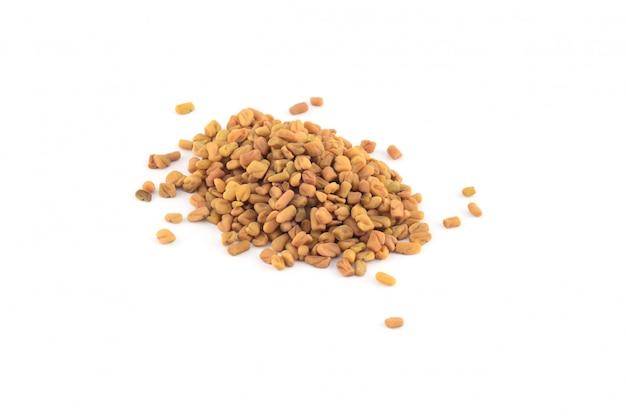 Семена пажитника изолированные
