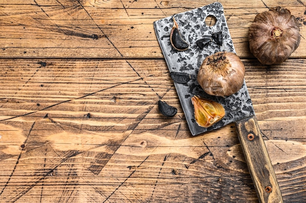 黒にんにくの発酵球根とクローブ