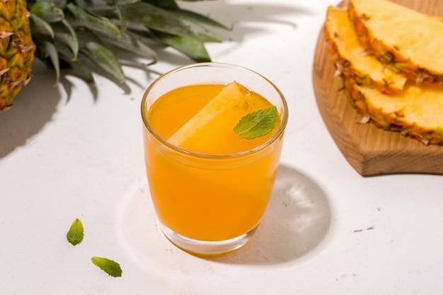 Ферментированный напиток из ананаса чайного гриба