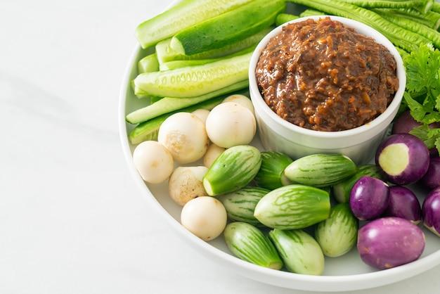 新鮮な野菜を使った発酵魚唐辛子ペースト-健康的な食生活