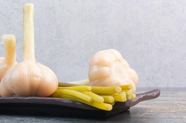 にんにくと大皿にくっつく発酵