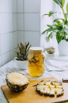 Ферментированный ананасовый напиток из чайного гриба процесс приготовления домашнего пробиотического суперпродукта ананас тепаче