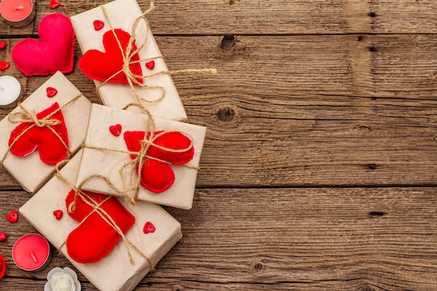 Festive boxes in craft paper with red felt hearts