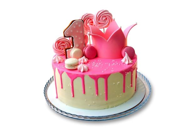 Праздничный торт оформлен розовой глазурью