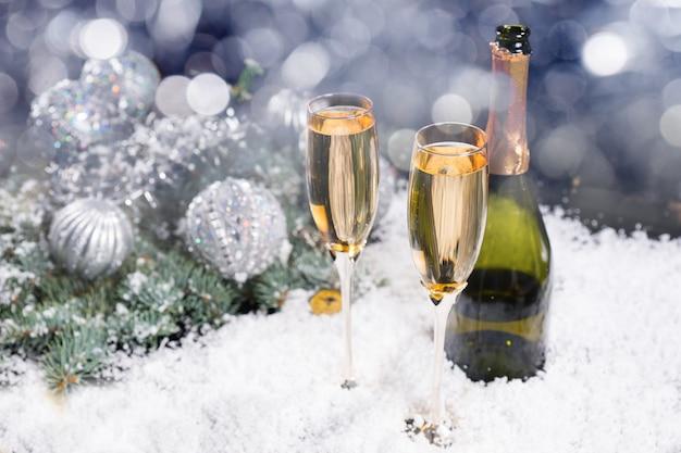 축제 크리스마스와 새해 샴페인 배경