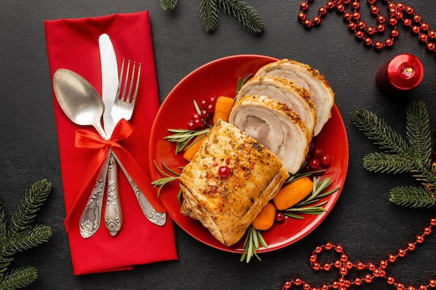 Composizione festiva nel piatto di natale
