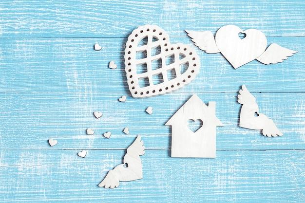 Composizione festiva per san valentino con dettagli in legno della copia spazio della copia.