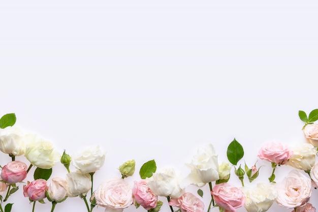 Праздничная цветочная композиция на белом фоне