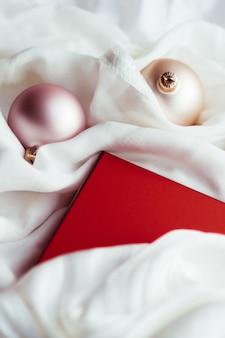 お祝いの休日の装飾やギフトのクリスマスの時期の雰囲気