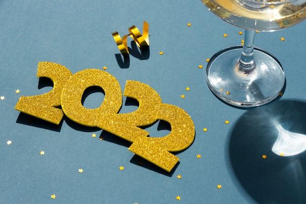 お祝いの新年2022年の構成