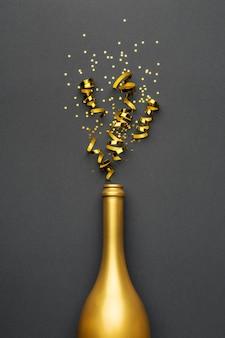 ゴールデンボトルでお祝いの新年の構成