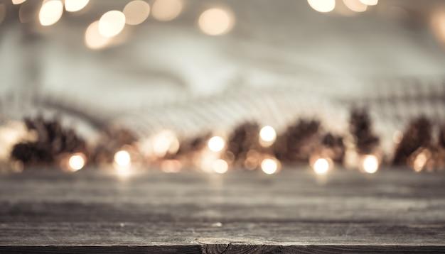 お祝いの新年のコーンとライト。