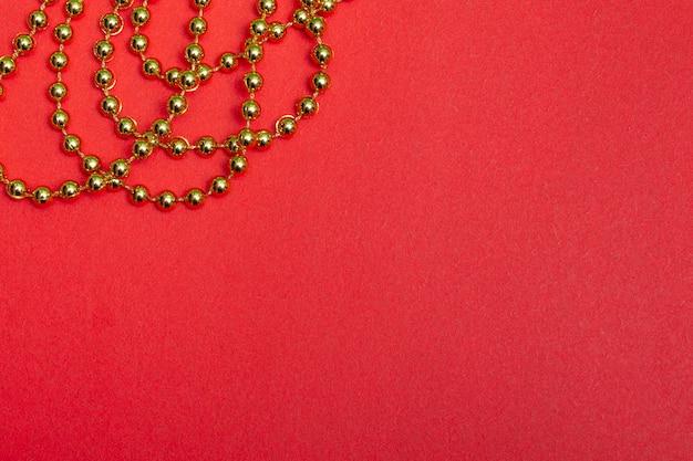 お祝いの赤い光沢のある背景。新年のクリスマス。コピースペース付き。