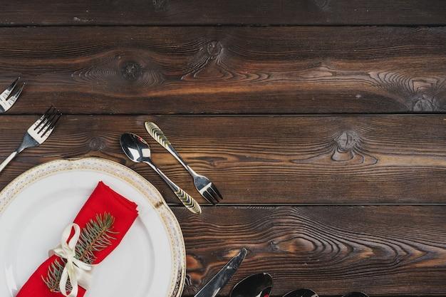 クリスマスディナー、トップビューのお祝いテーブルの設定