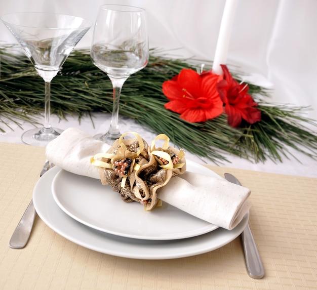 お祝いに飾られたクリスマス(正月)の夕食のテーブル