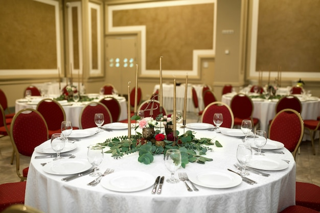 Festively decorated round banquet table in the restaurant.