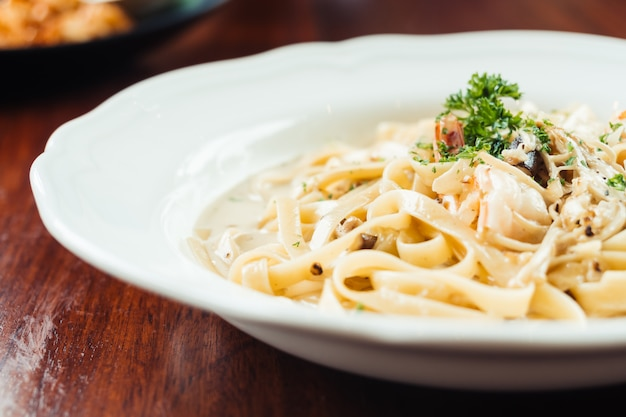 Fettucine white cream sauce with shrimp and mushroom