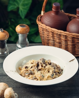 Fettucine with cheese and mushrooms
