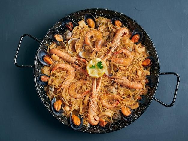 Фидеуа, паэлья с лапшой и морепродуктами по деревенски