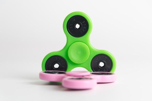Популярная игрушка fidget spinner