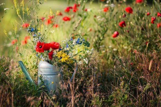 물을 수있는 필드 꽃다발