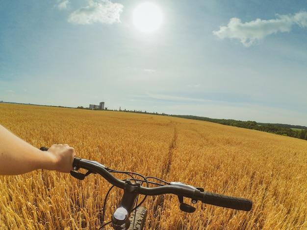 フィールドハンドバイクアクションカメラゴープロ