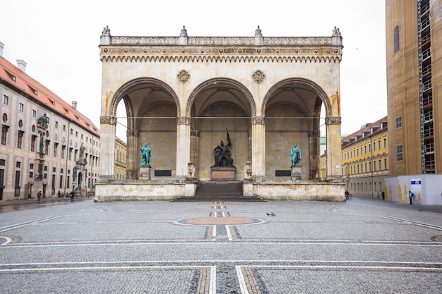 Field marshall's hall and lion statue in front of feldherrnhalle at the odeonsplatz, munic