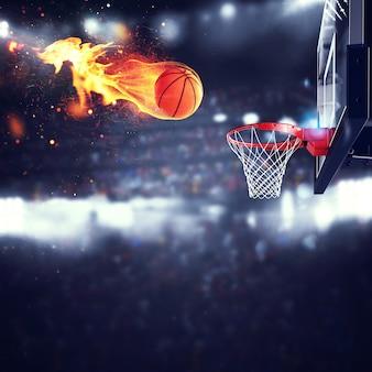 불타는 공이 경기장의 바구니로 빠르게 이동합니다.