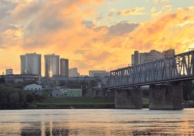 ノボシビルスクの燃えるような雲