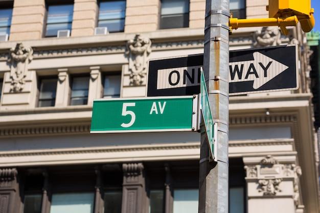 Fift avenue sign 5th av new york mahnattan