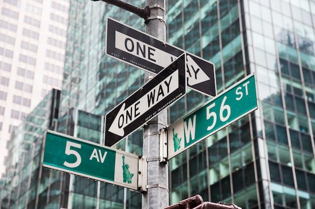ニューヨークの5番目の大通りとw 56 st交差点