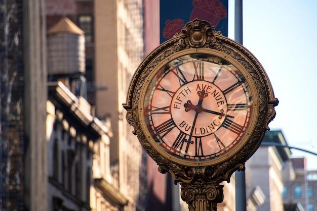 ニューヨーク市の5番街の通り時計
