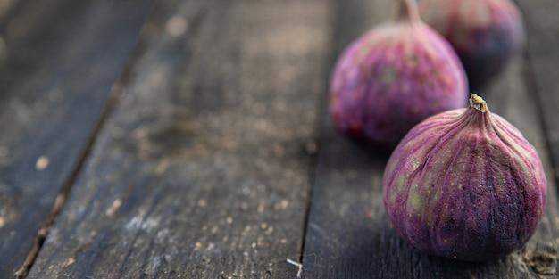 イチジクフルーツ新鮮なイチジクスナックテーブルコピースペース食品背景ダイエット