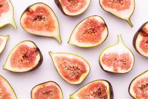 Изолированные плоды инжира. вид сверху. плоская планировка