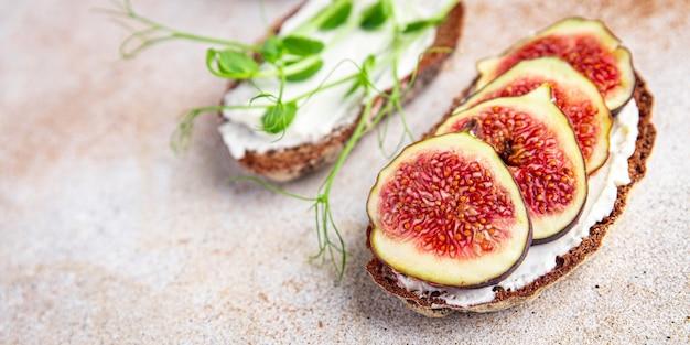 イチジクサンドイッチ朝食健康的な食事テーブル上の新鮮な食事スナックコピースペース食品背景素朴な
